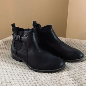 COPY - Cute ankle booties size 7